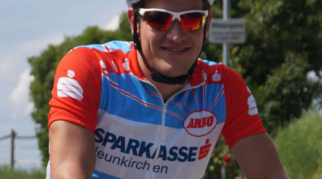 Alfred Schabauer mit RCNK-Trikot und Helm