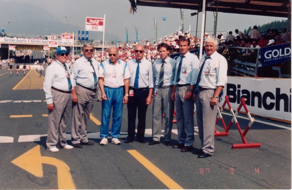 Gruppenfoto 7 Personen im Areal